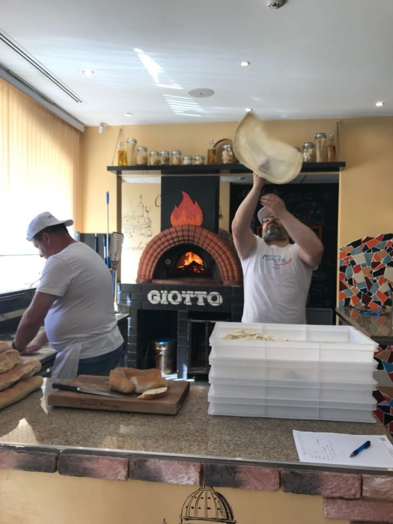 Пицца акробатика