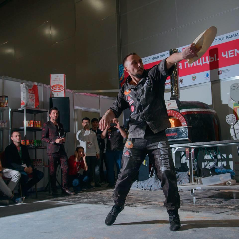 Александр Богданов на Чемпионате России по пицце - пицца акробатика