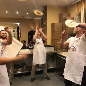 Пицца-акробатика входит в стандартный курс мастер пиццайоло