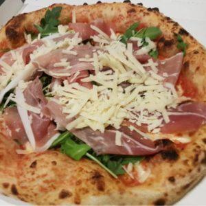 Неаполитанская пицца с прошутто