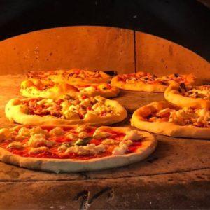 Приготовление пиццы на курсе Неаполитанская пицца
