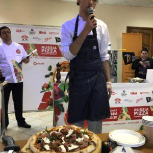 Участник отборочного этапа чемпионата по пицце