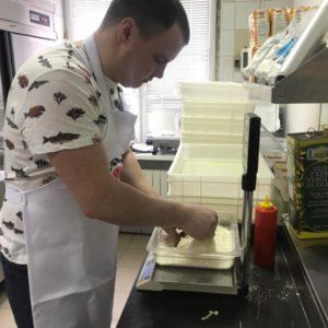 Формовка шара теста на римскую пиццу