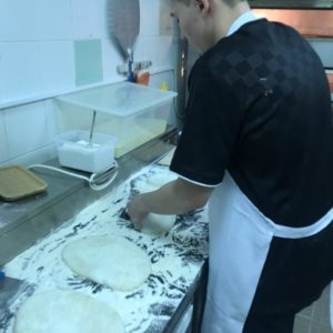 Отрабатываем методы раскатки теста для пиццы