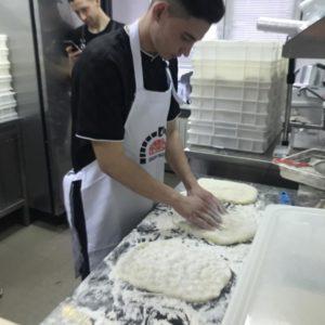 Отрабатываем технику формирования римской пиццы