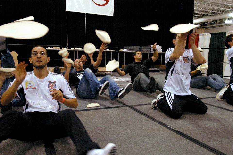 Тренировка по пицца акробатике