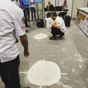 Самая большая растяжка пиццы на чемпионате в Сибири