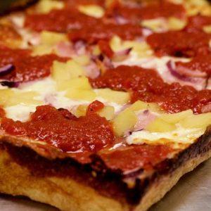 Американская пицца в детройском стиле