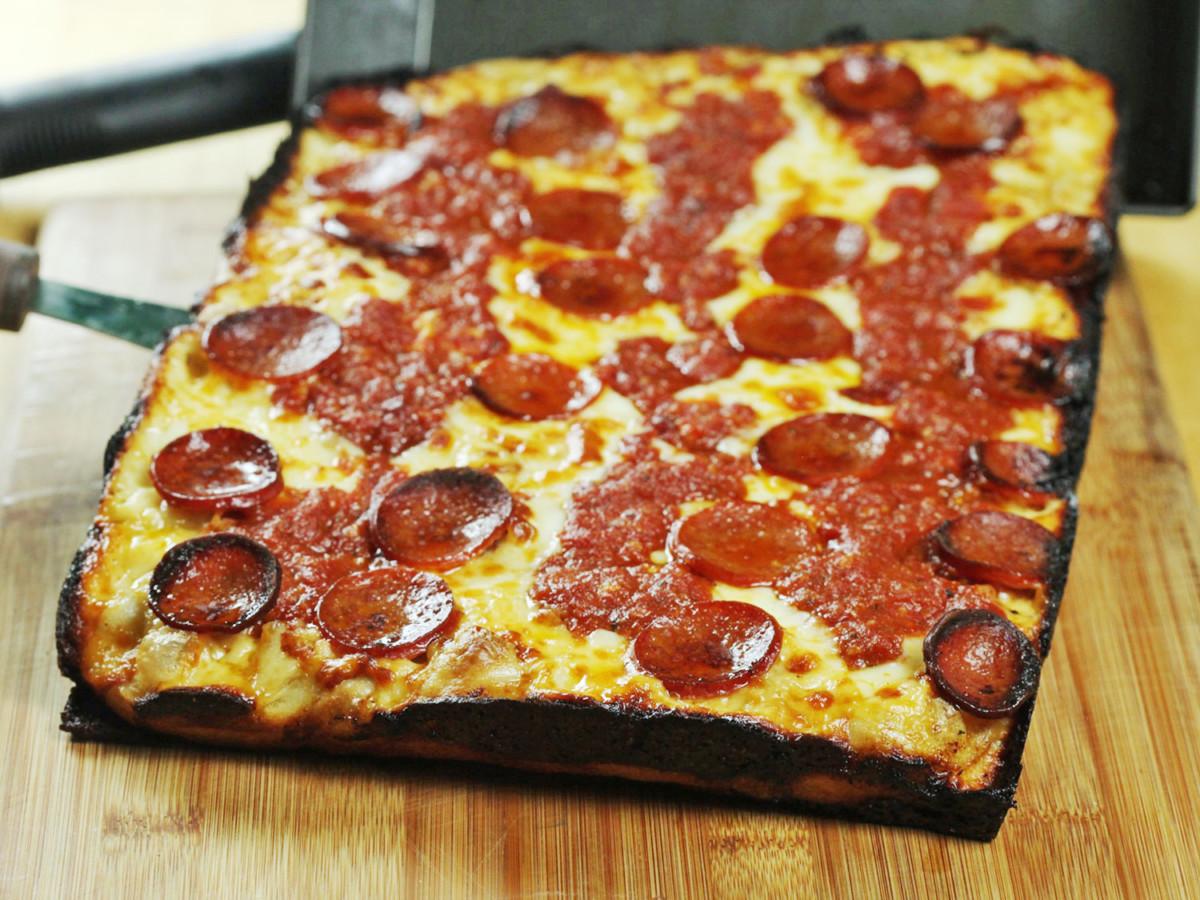 Американская пицца - детройская
