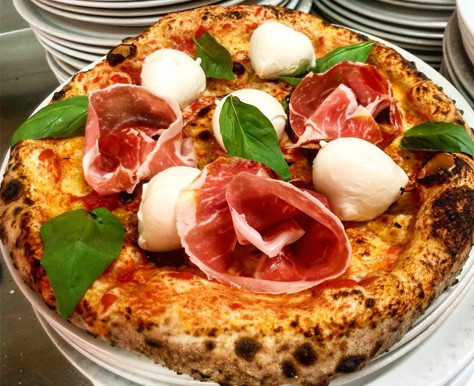 Неаполитанская пицца с пышным бортом