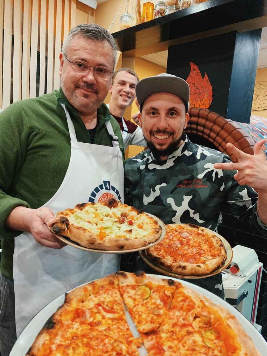 Ученики с неаполитанской пиццей